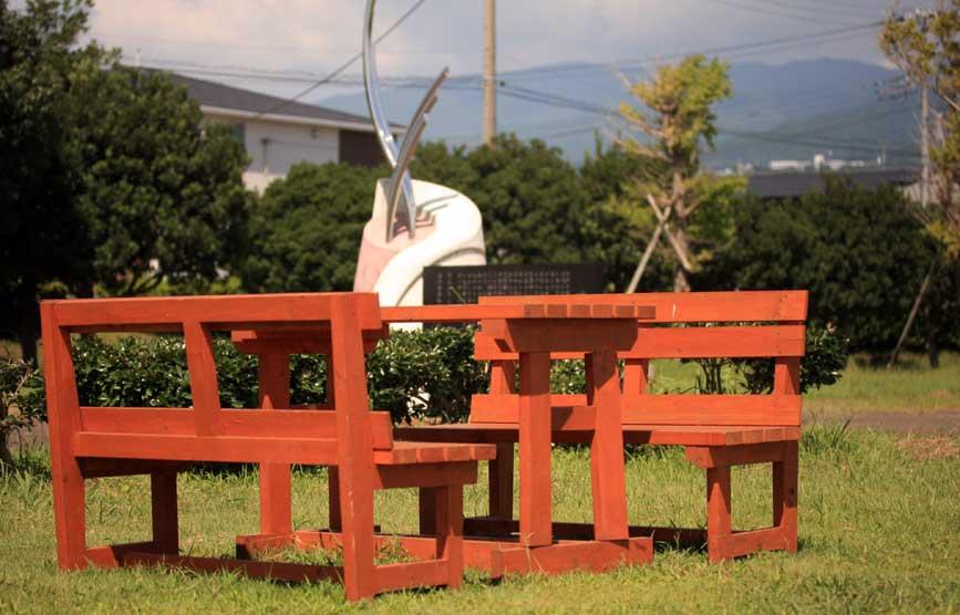 bench_i